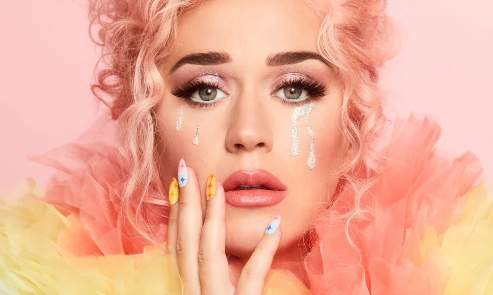 Sin colaboraciones, Katy Perry lanza su quinto disco de estudio