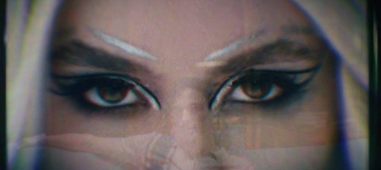 """""""Torn"""" de Ava Max, cumple hoy un año de su lanzamiento."""