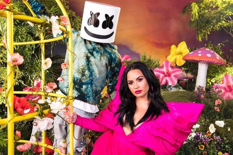 "Marshmello y Demi Lovato cantan sobre salud mental en ""OK Not To Be OK"""