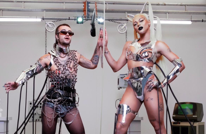 «frequente(mente)», Chameleo y Pabllo Vittar viven una fantasía sci-fi en nuevo video