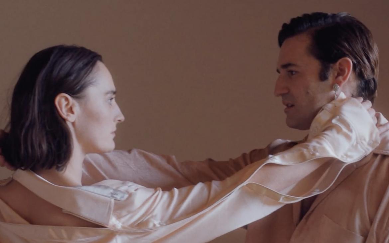 «Vue d'en face», YELLE estrena nuevo video junto a Nicolas Maury