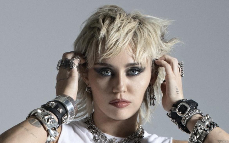 «Plastic Hearts», el nuevo disco de Miley Cyrus nos ha tomado por sorpresa!