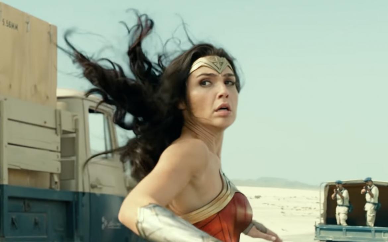 Warner comparte escena inicial del film «Wonder Woman 1984»