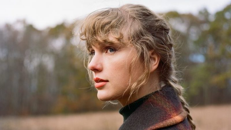 Taylor Swift libera version Deluxe de «evermore» con dos bonus tracks!