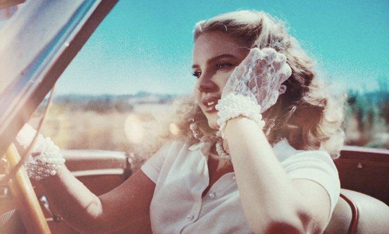 Lana Del Rey revive un aquelarre en su nuevo sencillo «Chemtrails Over The Country Club»