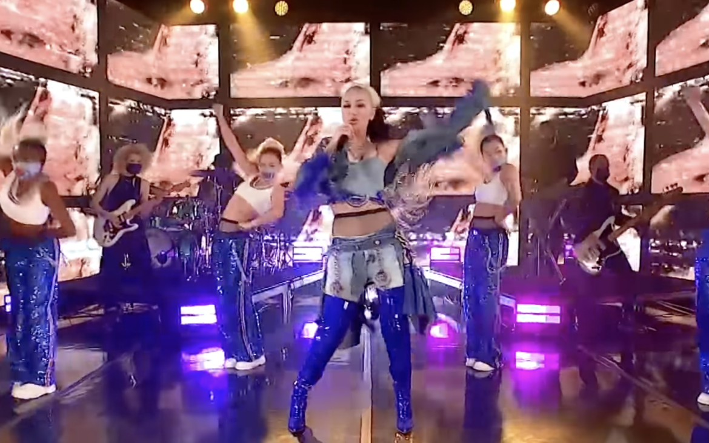 Gwen Stefani presentó «Let Me Reintroduce Myself» en vivo en The Tonight Show