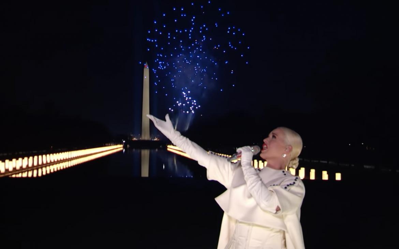 Katy Perry interpretó «Firework» en «Celebrating America»