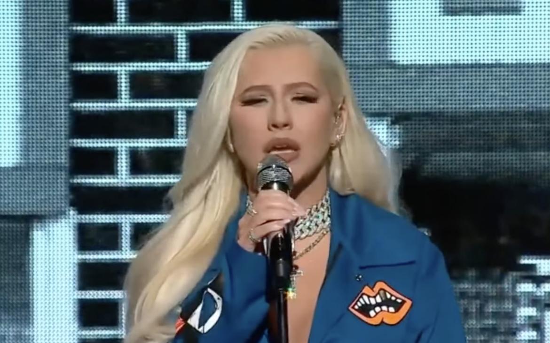 Christina Aguilera emociona con «Beautiful» y «Pero Me Acuerdo De Ti» en concierto benéfico