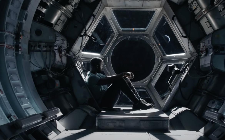 «Pasajero inesperado», nueva película del brasileño Joe Penna llega a Netflix en Abril