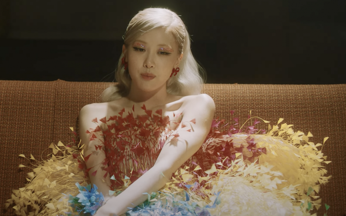 Aesthetics: Rosé de BLACKPINK exalta la belleza en el video de «Gone»