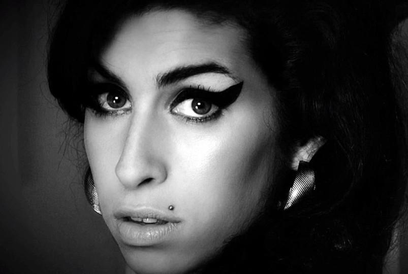 La madre de Amy Winehouse contará la historia de su hija en nuevo docu de la BBC