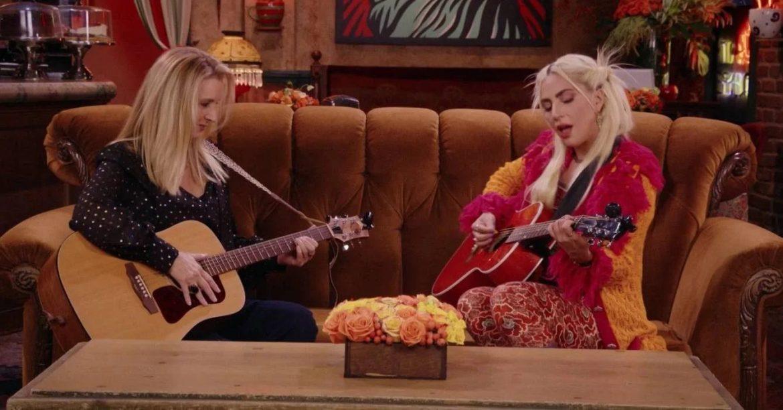 Lady Gaga y Lisa Kudrow cantan juntas «Smelly Cat» en el reencuentro de Friends