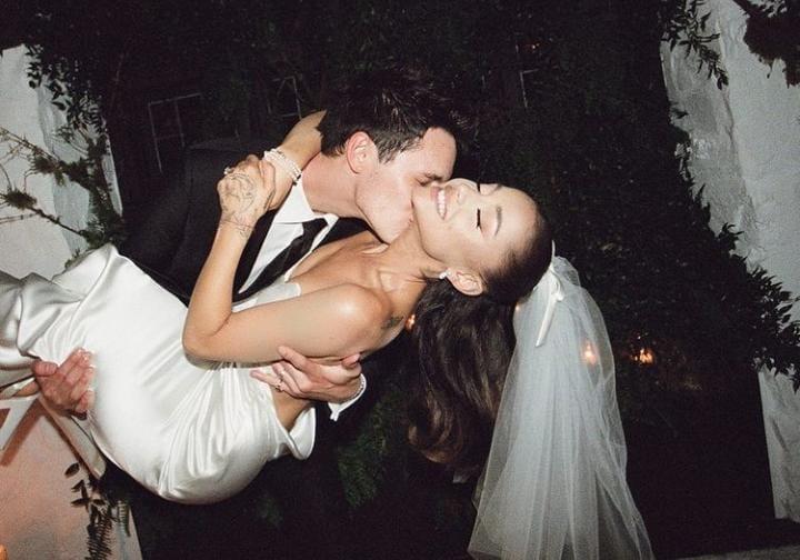 Confirmado: Ariana Grande publica fotos de su casamiento con Dalton Gomez!