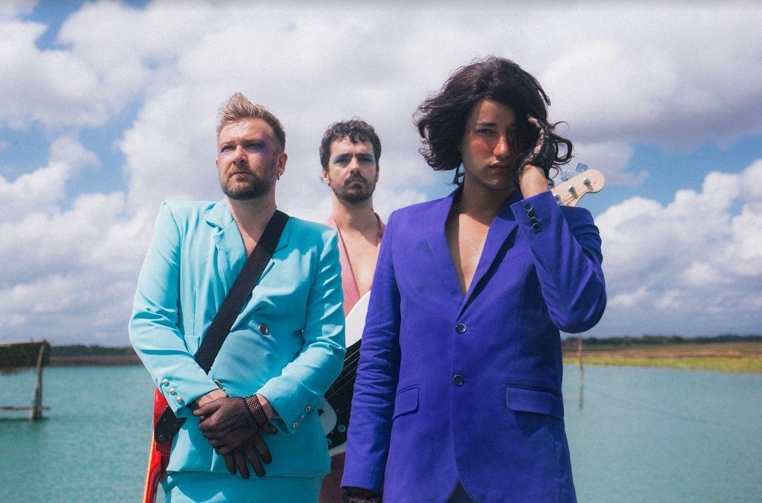 Brasil: «Os Amantes», banda liderada por Jaloo, presenta su álbum debut!