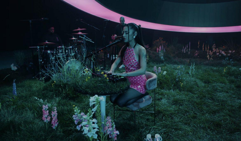 Ariana Grande cierra especial para Vevo con «positions» en vivo!